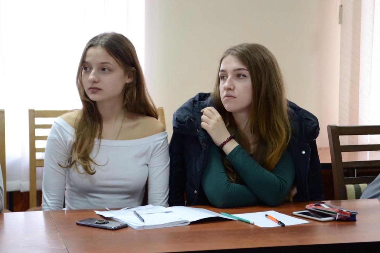 Студентка по обмену, Русская студентка по обмену опытом трахается 5 фотография